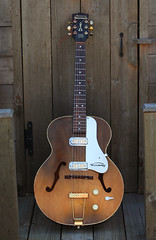Harmony Hollywood (Kevio4real) Tags: bridge vintage guitar jazz harmony hollywood grover strings sunburst custom archtop tuners dearmond hollowbody