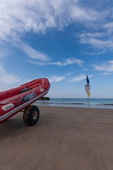 Sous surveillance (JMS') Tags: rescue landscape paysage secours plage pompier atlantique ocan maitrenageursauveteur
