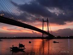 Sunset on the Hooghly (lvl29lvl) Tags: bridge sunset calcutta vidyasagarsetu