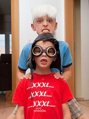 _P8110371_cut (daniel kuhne) Tags: kids pen tim crazy funny indoor olympus tobi ep1 verkleidung flashlamp