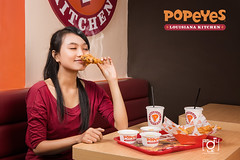 popeyes kitchen (Andy Le   +84908231181) Tags: city woman chicken girl lady asian smoke vietnam delicious eat popeyes fried saigon hochiminh