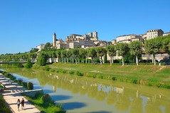 Auch  cathedral and the Gers river (Pantchoa) Tags: france southwest tower landscape cathedral cathdrale walkers gascony armagnac auch gascogne gers occitanie sudouest midipyrnes occitany tourarmagnac