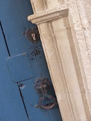 Porte secrète (Oufpouf) Tags: coeur bleu contraste porte
