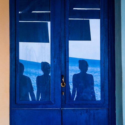 Reflets porte bleue