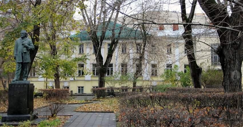 Дом Герцена, где Мандельштам добивался приёма у Ставского