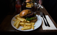 Burger at Lamb and Flag Pub, London (raphael.chekroun) Tags: uk england food london garden burger covent fries pubfood lambandflag rosest