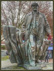 Fremont Lenin (ScottElliottSmithson) Tags: seattle sculpture bronze canon eos washington kitsch fremont 7d pacificnorthwest publicart washingtonstate statueoflenin emilvenkov eos7d fremontlenin dtwpuck scottsmithson scottelliottsmithson