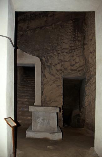 "Ägypten 1999 (748) Alexandria: Katakomben von Kom el-Shoqafa • <a style=""font-size:0.8em;"" href=""http://www.flickr.com/photos/69570948@N04/32223839893/"" target=""_blank"">View on Flickr</a>"