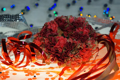 10 Years with Macro Monday (ingrid eulenfan) Tags: macromondays macro makro congratulations herzlichenglückwunsch geburtstag birthday feier party geschenke gifts present blumenkranz glitter bokeh bänder