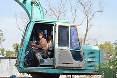 young earth digger operator (the foreign photographer - ฝรั่งถ่) Tags: young man earth digger operator cab bangkhen bangkok thailand canon kiss