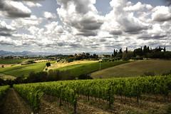 Umbrie !! (1) (jo.misere) Tags: wijn wine clouds umbrie italie italy zon sun light dark licht donker