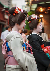 Asakusa Geisha (Atomic Eye) Tags: geisha geishadistrict asakusa tokyo japan street streetphotography taitō walking bokeh formal dress hanamachi flowertown elegant traditional ancient japanese culture kannonurastreet kimonos traditionalwhitemakeup makeup exotic peopleandpaths