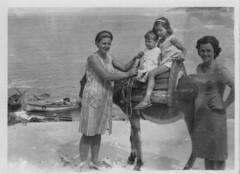 Στον Αρμενιστή - In Armenistis, Ikaria, 1966 (Νίκος Αλμπανόπουλος) Tags: ikaria armenistis ικαρία αρμενιστήσ