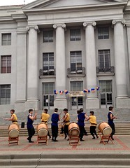 Choreography (melystu) Tags: taiko drums drumming percussion choreography students youngpeople volunteers demonstration ucberkeley sproulhall sproulplaza berkeley saturday volunteering helping community youth enthusiasm ca urban college university ucb