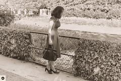 17JHM (photo & life) Tags: paris france europe leica leicam leicamtype240 summicronm1250 summicron women lady modèle mode ville city jeanne humanistphotography street streetphotography photography photolife™ jfl 50mm portrait