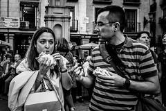 _DSF1797 (Antonio Balsera) Tags: bw bn semanasanta comiendo gente madrid comunidaddemadrid españa es