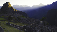 Machu Picchu sunrise... (przemekl73) Tags: peru peruana southamerica sudamerica inca mountains montanas landscape tradition sacretvalley vallesagrado vistas urubamba machupicchu machu picchu naturaleza nature light sky view nationalgeographic ngc