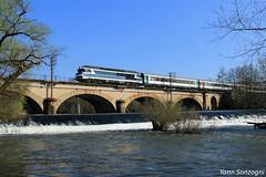 Une image que l'on dirait du passé (Lion de Belfort) Tags: train rivière conflandey amoncourt cc 72000 corail 72084 ligne 4 poteaux télégraphiques intercités pont viaduc lanterne
