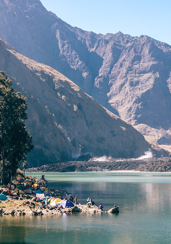 rinjani explore porter demas ryan grace filled travel junkie segara anak danau lake summit puncak lintang indonesia lombok backpack 4 (1)