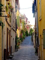 rue du Haut-Castelet (b.four) Tags: rue hautcastelet antibes alpesmaritimes street ruby10 ruby15