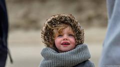 Mia. (musette thierry) Tags: portrait enfants petit musette thierry d600 nikon scénes avriel printemps spring jeune fille mer plage belgique