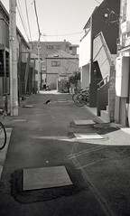 One scene in back alley of Sugamo town 2017/02 No.1(taken by film camera). (HIDE@Verdad) Tags: leicam2 summilux35mmf14 leica summilux fujifilmneopan100acros fujifilm neopan100acros