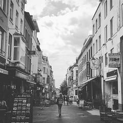 Walking Girl....   #bnw #blackandwhite #brussels #city (pok_thanate) Tags: instagramapp square squareformat iphoneography uploaded:by=instagram moon