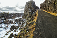 Þingvellir (Don César) Tags: iceland islandia island þingvellir thingvellir thingvellirnationalpark rocks rocas path camino snow nieve landscape