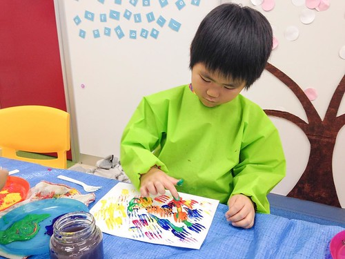 Painting with plastic forks at Star Kids International Preschool, Tokyo. #starkids #international #preschool #school #children #kids #kinder #kindergarten #daycare #fun #shibakoen #minatoku #tokyo #japan #instakids #instagood #twitter #子供 #幼稚園 #保育園 #スターキッ
