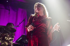 "Austra - Sala Apolo, abril 2017 - 1 - M63C2021 • <a style=""font-size:0.8em;"" href=""http://www.flickr.com/photos/10290099@N07/33992335425/"" target=""_blank"">View on Flickr</a>"