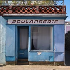 Boulangerie à Trentemoult (chilirv) Tags: boulangerie trentemoult vintage nantes bleu
