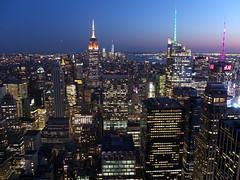 Manhattan after Sunset (52er Bild) Tags: manhattan city sunset night newyork nyc udosteinkamp fuji x10 fujifilm fujix rockefeller center topoftherock lights empirestatebuilding empire by