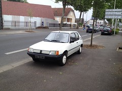Peugeot 205 Junior de 1986 7750 SE 37 - 22 mai 2013 (Boulevard Jean Jaures - Joue-les-Tours) (Padicha) Tags: auto new old bridge france water grass car station electric truck river french coach ancient automobile eau indre may police voiture ruine cher rest former 37 nouveau et loire quai franais nouvelle vieux herbe vieille ancienne ancien fleuve nationale vehicule lectrique reste gendarmerie gazon indreetloire franaise pave nouveaut vhicule utilitaire restes vgtalise letramdetours padicha