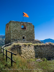 Alt urgell history, Alt Urgell, Catalunya, Spain (lutzmeyer) Tags: pictures summer tower castle history spain torre photos sommer flag august images catalonia ruine espana agosto fotos catalunya turm castello middleages fahne flagge historia agost bilder pyrenees spanien burg estiu pirineos pirineus castell festung pyrenen abadoned imatges espanya alturgell mittelalter katalonien laseudurgell northofspain prepirineus nordspanien prepyrenees prepirineos vallsdevalira mfmediumformat spainnorth lutzmeyer lutzlutzmeyercom torredesolsonalaseu