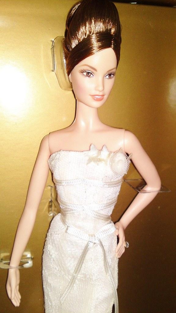 103d0bbd1b38 2008 Vera Wang Romanticist Bride Barbie (4) (Paul BarbieTemptation) Tags:  gold