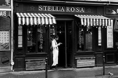 BREAK (lonewolf_studio) Tags: paris break camarero france francia blackandwhite blancoynegro pizza pizzeria streetphotography urbanphotography smoking waitress duelo ngc