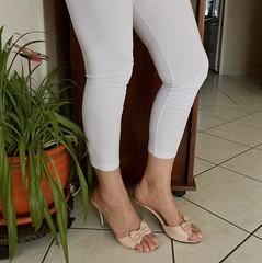 Rongxiner mule 01 (lola itchiludo heels) Tags: chaussure scarpe feet feets foot footfetish heels high mule mules pie pied pieds pies sandal sandale sandali sandalias shoeplay shoes stiletto tacone tacones talon zapato zapatos toes sandaletten fuss chaussures toenails fetichisme