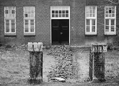 WELcome. (Warmoezenier) Tags: zwart wit black white negro blanco maastricht welcome welkom stones bricks house huis