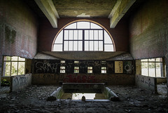 Bogenfenster (Ni1050) Tags: bogenfenster 2017 usine ni1050 ninicrew sony a7rii a7rm2 ilce7rm2 fabrik plant factory industriekultur industrialheritage former verlaten verlassen derelict abandoned abandonné abandonment stairs treppe treppen stairway staircase zeissbatis e25mmf2b factoryp ue urbex lostplace