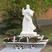 Mindszenty József egykori hercegprímást ábrázoló egész alakos szobor, Czifra Tamás alkotása. Kisnémedi, Hősök parkja.