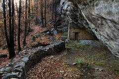 Val d'Aosta - Valle Centrale, il fortino (mariagraziaschiapparelli) Tags: valdaosta donnas camminata escursionismo allegrisinasceosidiventa autunno peredrette barmacotze pietre fortino montagna mountain