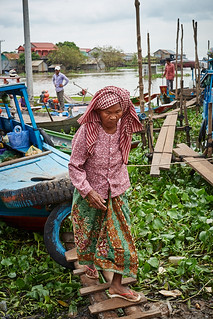 Old woman in harbour, Kompong Chhnang, Cambodia