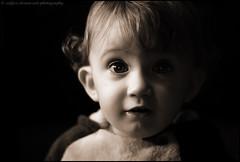o-o (verenaredfoxgredler) Tags: portrait porträt verena gredler redfox redfoxdreamartphotography innsbruck tirol austria österreich photographer fotografin model modell fotomodel photomodel baby kid kind boy junge child children closeup astonished erstaunt staunen monochrome bw sw sepia