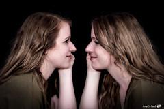 Miroir (AngelsPixel) Tags: jumeaux jumelles portraits mains yeux bouche tete cheveux lèvres attitude belle sexy regards sourire smile beauté beauty dialogue regard echange look twin hand eye mouth lips head hair beautifull bearing