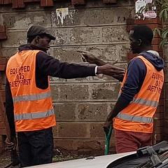 """Wewe!"" #Day101 #Latelategram #Altercation.  (c) Marlene C. Francia 2017. . . . . . . . . . . . . . . . #workmen #HumansOfNairobi #Spat #Argument #SafetyVest #Nairobi #Kenya #Vignettes #SliceOfLife #streetphotography #MenArguing"