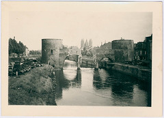 Doornik, mei 1940 | Tournai, May 1940 (Liberaal Archief) Tags: doornik tournai luchtaanval bombing bombardement tweedewereldoorlog worldwarii ruins city totalwar liberaalarchiefvzw war oorlog pontdestrous