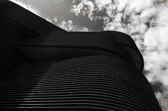 Linéaires (Atreides59) Tags: noir blanc black white noiretblanc blackandwhite nb bw ciel sky nuages clouds up architecture lyon rhone rhône pentax k30 confluence k 30 pentaxart atreides atreides59 cedriclafrance