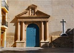 blue door........ (atsjebosma) Tags: church door blue deur blauw kerk villayogosa atsjebosma spain spanje ddd sunlight zonlicht march maart 2017 villajoyose ancient pilaren