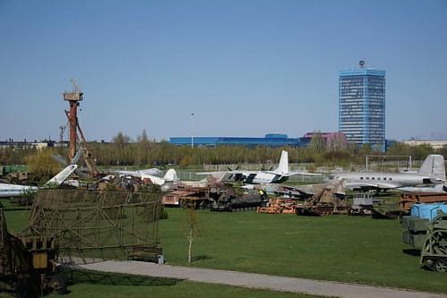 На исходной позиции в Парковом комплексе им.Сахарова. Ждем пролета самолётов. Интересно, посетители музея знают о репетиции аэрошоу? #музей #аэрошоу