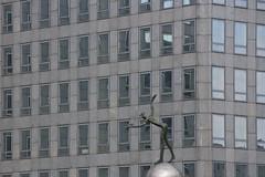 La Rvrence (Nicolas -) Tags: paris france building statue immeuble ladfense nicolasthomas